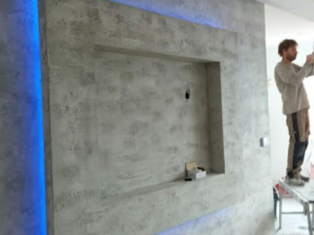 savremeno rešenje za dnevnu sobu policu na zidu
