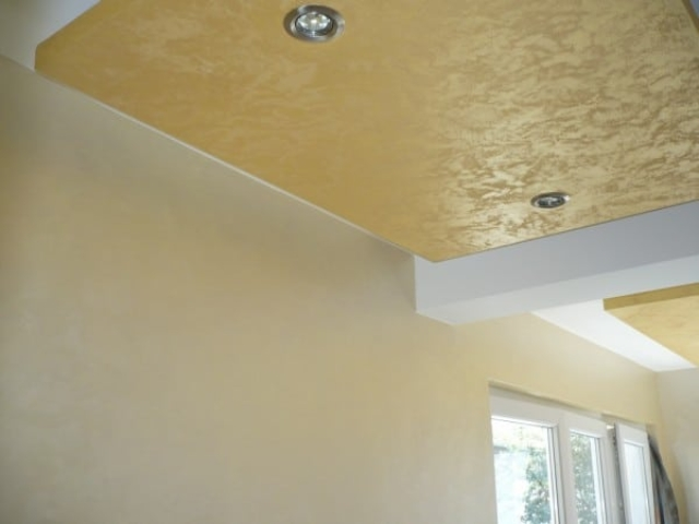 zlato na plafonu