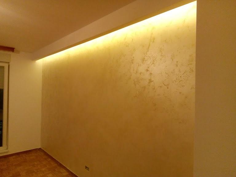 skriven rasveta na zidu